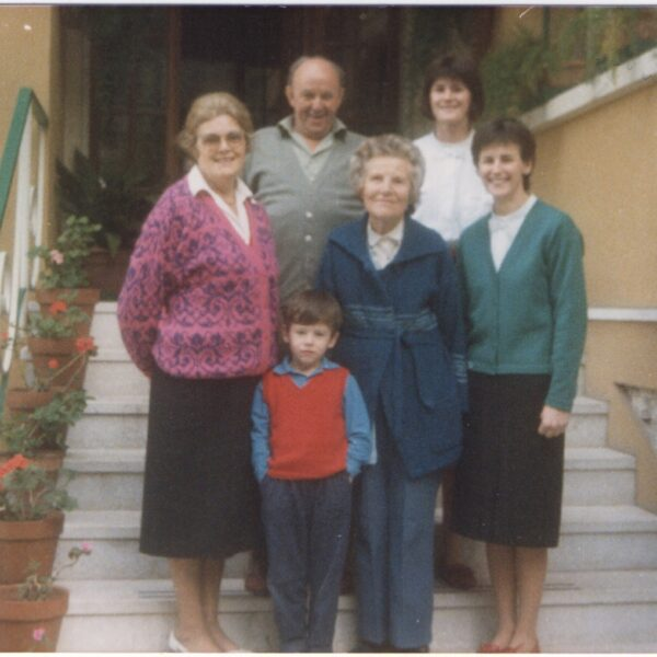 1986 - Caterina Frassine with her daughters Silvana and Liliana, her nephew Tiziano and two English guests Norah and Thomas